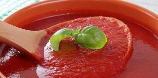 Zobacz, jak można zrobić szybki sos do pizzy na bazie koncentratu