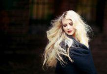 Zbyt duża ilość kosmetyku, źle dobrany pędzel i... – poznaj 5 najczęstszych błędów popełnianych przy nakładaniu podkładu