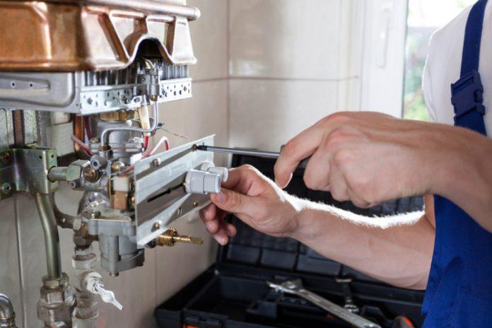 Jak sobie radzić z usterkami hydraulicznymi?
