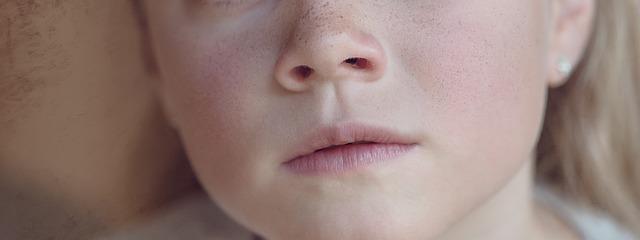 Katar u dziecka – jak ułatwić oddychanie w nocy?