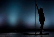 Pole dance – zalety tańca na rurze