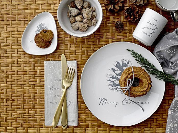 Świąteczna zastawa stołowa – dekoracja stołu wigilijnego
