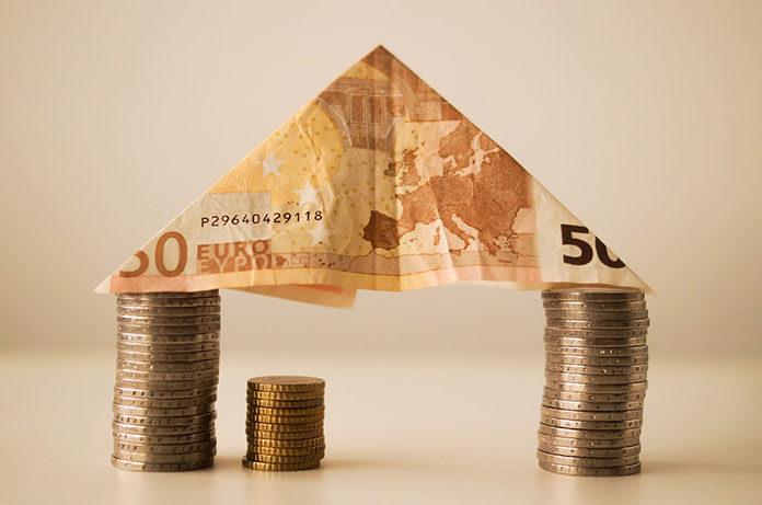 Kredyty bankowe ― ile trzeba czekać, aby je dostać? Jakie dokumenty są niezbędne do kredytu gotówkowego i hipotecznego?