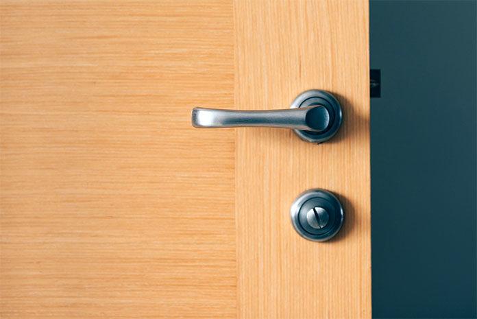 Jakie drzwi wewnętrzne do mieszkania w bloku?