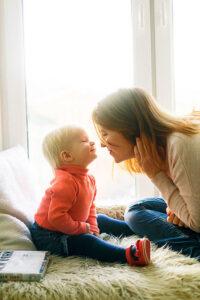 Trzy pomysły na praktyczne prezenty dla rodziców niemowląt